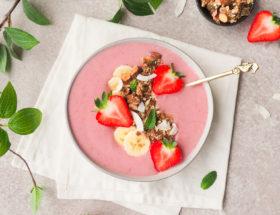 Aardbei banaan smoothiebowl