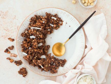 Chocolade granola met kokos en hazelnoot