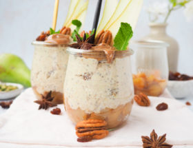Overnight oats met perencompote